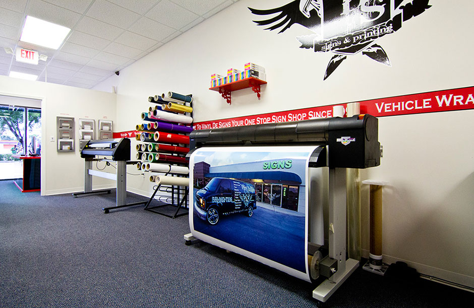 inside of Vinyl De Signs the #1 print & sign shop in West Palm Beach, FL and South Florida